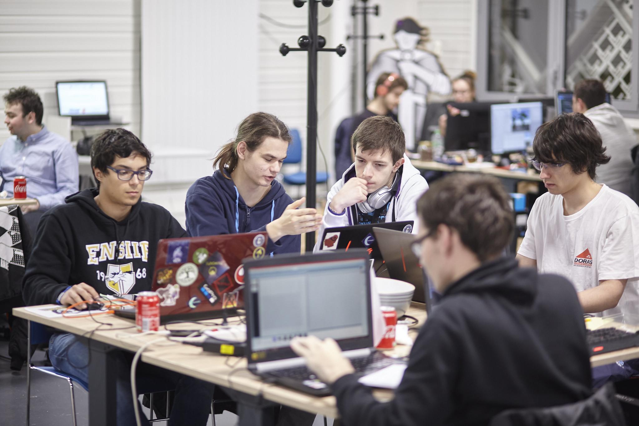 Une équipe de la compétition Hackathon à Laval Virtual