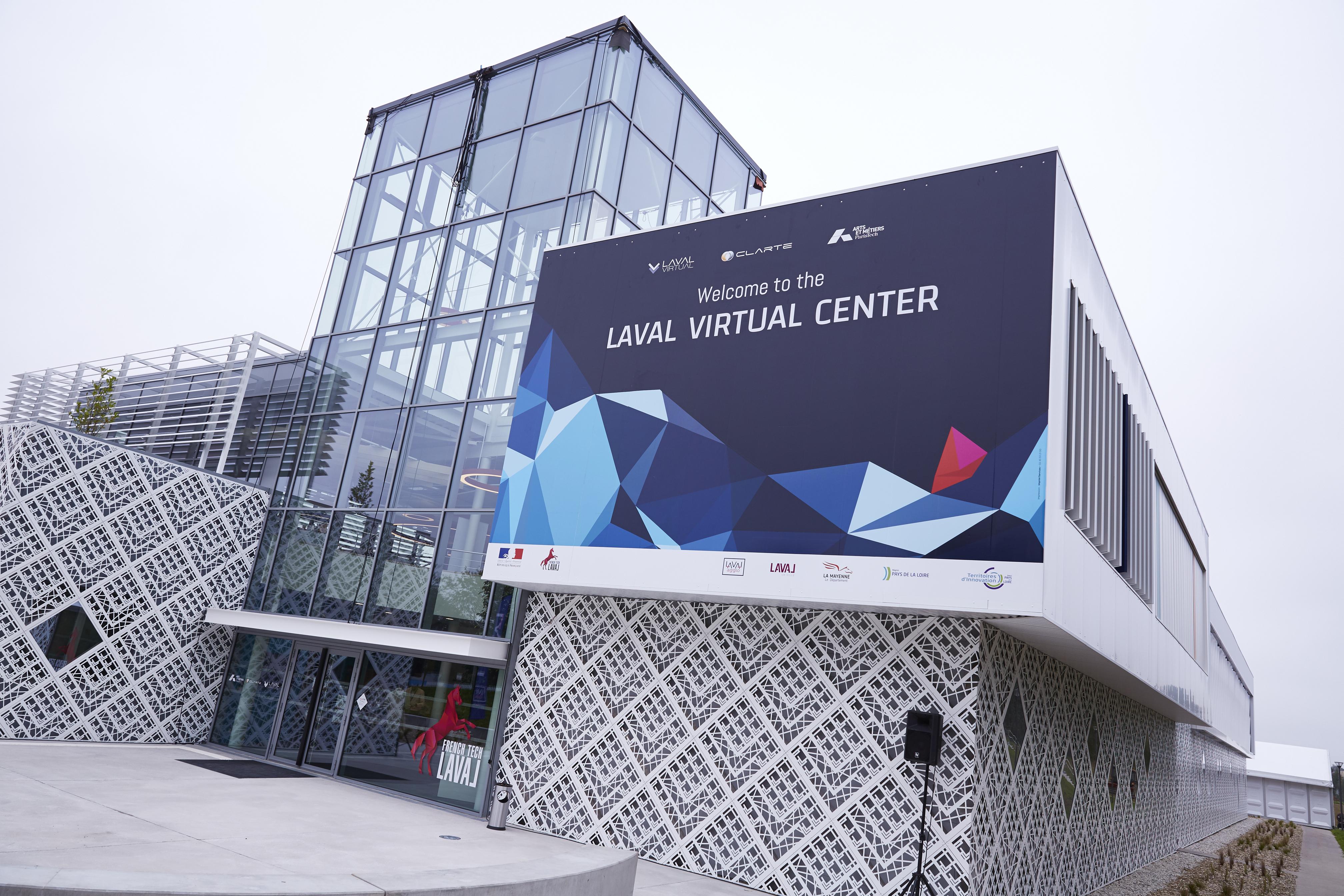Le Laval Virtual Center